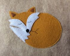 Fox Pillow Sandstone Felt Mini Pillow with Gold Felt Felt Crafts Diy, Fabric Crafts, Sewing Crafts, Felt Animal Patterns, Stuffed Animal Patterns, Knitting Projects, Sewing Projects, Fuchs Illustration, Fox Ornaments