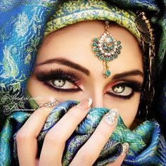 everyday a different color, beautiful gifs, soft goth, nature. Stunning Eyes, Gorgeous Eyes, Pretty Eyes, Cool Eyes, Beautiful Women, Amazing Eyes, Arabian Eyes, Arabian Beauty, Arabian Nights