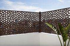Aluminium French Doors, Roof Terrace Design, Modern Fence Design, Backyard Shade, Small Courtyards, Small House Design, Home Design Plans, Outdoor Walls, Wall Design