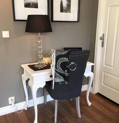 Lekkert hos vår gode kunde Vera Maksimovic  #queenspisestol fra @classicliving #møbler #stue #spisestuestol #interior #furniture #home #design #interior125 #interior444 #interiør123 #interior4all #interiørmani #interior4you1 #interiorlykke #interiorforyou