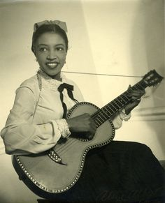 Jazz singer Maxine Sullivan A precursor to better-known later vocalists such as Ella Fitzgerald, Billie Holiday, and Sarah Vaughan, Maxine Sullivan is considered one of the best jazz vocalists of the 1930s.