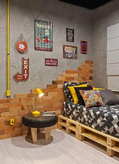 Planning to decorate your teenage boy's room? If you need some easy DIY teen room decor ideas for boys, then I have plenty. Diy Home Decor, Room Decor, Modern Rustic Homes, Trendy Bedroom, Kid Beds, House Design, Interior Design, Decor Ideas, Teen Rooms