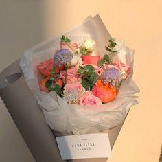 Dark Flowers, Pastel Flowers, My Flower, Beautiful Flowers, Boquette Flowers, Elegant Flowers, Fresh Flowers, Arte Sharpie, Flower Aesthetic
