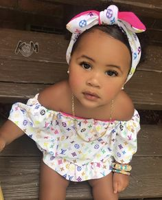 and baby selfie Skyla A'Lori Cute Mixed Babies, Cute Black Babies, Black Baby Girls, Beautiful Black Babies, Cute Babies, Cute Little Girls Outfits, Cute Girls, Kids Outfits, Baby Swag