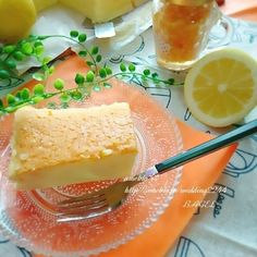ビタミン補給❤シュワシュワと音を奏でるスフレレモンチーズケーキ❤️ by BAGELさん | レシピブログ - 料理ブログのレシピ満載!    こんにちは(*´ー`*)🌼  ぽちっとしていただけたら とても 嬉しいです❤️ ↓  レシピブログに参加中♪  今日のおやつに チリ産レモンを使って スフレレモンチーズケーキを作ってみました❤️...