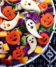 Halloween Snacks For Kids, Healthy Halloween Treats, Halloween Treats For Kids, Healthy Treats, Happy Halloween, Cute Halloween Food, Halloween Pretzels, Halloween Season, Adornos Halloween