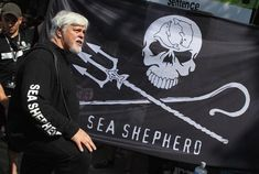 Paul Watson | Paul Watson fondateur de la sea shepherd concervation society - regard ... Sea Shepherd, Le Castor, One Green Planet, Spiritual People, Animal Party, Party Animals, Good Cause, Killer Whales, Yesterday And Today