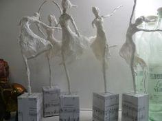 Bailarina de papel tissue en diferentes posicion