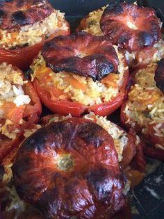 Pomodori ripieni di riso cotti in forno_ ricetta facile http://blog.giallozafferano.it/fra3/pomodori-col-riso/