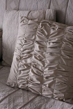 Gathered Throw Pillow tutorial