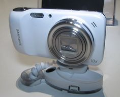 Samsung Galaxy S4 Zoom - Hands-On » #Android #News #HandsOn #Galaxy #GalaxyS4 #GalaxyS4Zoom #Samsung #Hands-On