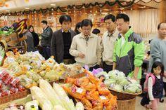 권영세 안동시장이 홍콩 쉬퐁그룹 물류센터를 방문하여 안동농산물에 대한 주말 마케팅에 나서고 있다(2013. 12. 7.).