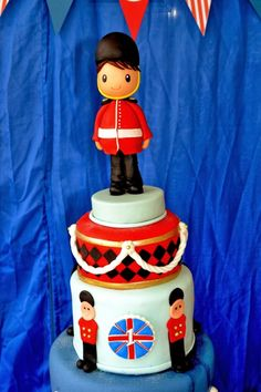 Boy's Royal Birthday Bash cake idea www.spaceshipsandlaserbeams.com