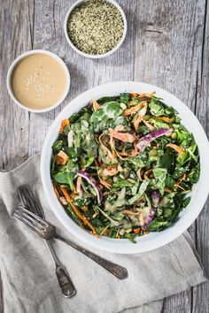 Fresh spinach salad with tahini dressing | Eat Good 4 Life. This salad is to die for. Healthy and with two superfood ingredients!