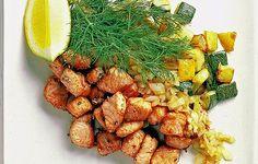 Kokeile kesäkurpitsaa lohipyttipannussa. Zucchini, Carrots, Chicken, Meat, Vegetables, Food, Carrot, Vegetable Recipes, Eten