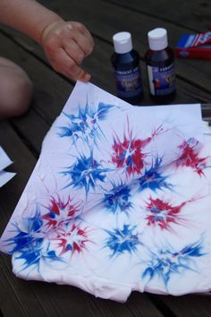 These Shaving Cream Fireworks make for the perfect patriotic art to celebrate 4th of July! Just a few simple materials is all you need!