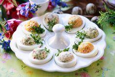 Österliche Eier mit Füllung | Zeit: 40 Min. | http://eatsmarter.de/rezepte/oesterliche-eier-mit-fuellung