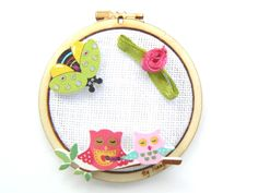 mini-tambour-chouettes-abeille Tambour, Diy Kits, Elsa, Coin Purse, Mini, Circles, Pink And Green, Fabric Flowers, Bee