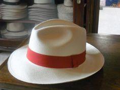 Panamá Fedora Clasico 8 Hebras En la Compra de 3 sombreros en adelante  recibe un cupón de descuento del Y por si fuera poco 0c8d1830b860