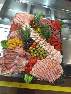 Good Pic cold Meat snacks Style, Listed here are 30 healthy snacks that are easy to seize and going to satisfy your hunger. Meat Cheese Platters, Deli Platters, Meat Trays, Party Food Platters, Charcuterie And Cheese Board, Meat Platter, Charcuterie Platter, Food Buffet, Party Buffet