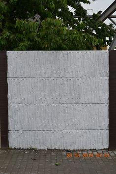 Kerítés magasság: 0,5-2,5m Oszlopok tengelytávolsága: 2,1m Oszlopméret 2m magasságnál: 274x14x14cm, súlya : 110kg /sarki és kezdő is/ Betétméret: 200x5x50cm súlya: 75kg Garage Doors, Outdoor Decor, Carriage Doors