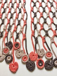 Crochet Flower Scarf, Crochet Bouquet, Crochet Scarves, Crochet Clothes, Crochet Chain, Diy Crochet, Crochet Necklace, Joining Crochet Squares, Crochet Blocks