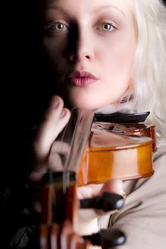 Attentive Eyes: Violinist