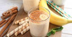 Pokud spojíte výhody banánu a skořice dohromady, získáte silnou, ale přírodní kombinaci, která dokáže udělat s vaším spánkem hotové zázraky Glass Of Milk, Health And Beauty, Smoothies, Drinks, Food, Foods, Beverages, Smoothie, Drinking