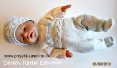 Baby born opskrifter 43 cm. Sparkebukser med snoning på maven smæk og seler med hue i samme stil med snoning og bluse i råhvid