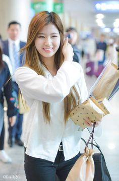 Sana-Twice 170430  INCHEON International Airport from Singapore