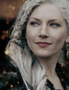 "robynellacott: ""(x)"" - Lagertha - Humour Viking Queen, Viking Warrior, Viking Woman, Vikings Tv Series, Vikings Tv Show, The Vikings, Lagertha Lothbrok, Lagertha Hair, Katheryn Winnick Vikings"