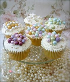 Vintage pearl cupcakes by Kissmycake.co.uk