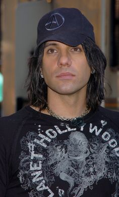 Criss Angel Photo Gallery: Click image to close this window Criss Angel Mindfreak, People Of Interest, Celebrity Crush, The Magicians, The Dreamers, Eye Candy, Photo Galleries, Entertainment, Guys