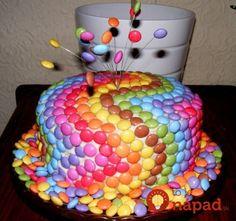 M&M rainbow cake Swirl Cupcakes, Cupcake Cakes, Beautiful Cakes, Amazing Cakes, Smarties Cake, Birthday Candles, Birthday Cake, Funny Birthday, Funny Candles