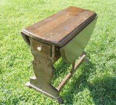 How to Rejuvinate a Vintage Drop-Leaf Table - Robin from Redo It Yourself Inspirations used Liquorice and natural wax to restore the beauty in this vintage drop...