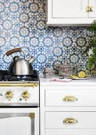 Amazing Useful Tips: Backsplash Designs Fireplaces mother of pearl backsplash sinks.Mother Of Pearl Backsplash Groutless geometric tile backsplash.Backsplash Behind Stove Design. Moroccan Tile Backsplash, White Kitchen Backsplash, Kitchen Tiles Design, White Kitchen Cabinets, Kitchen Colors, Backsplash Ideas, Backsplash Design, Dark Cabinets, Kitchen Remodeling