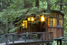 Redwood Treehouse Santa Cruz Mtns. in Corralitos ... I want to go to there California Getaways, California Travel, Watsonville California, Stay In A Treehouse, Santa Cruz Mountains, Places To Rent, Honeymoon Spots, Hiding Places, Vacation Trips