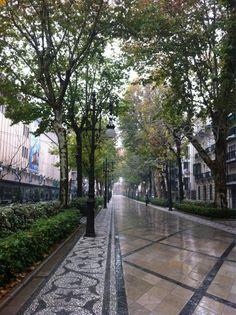 Me encanta Graná, aunque caiga lluvia fina como esta mañana!!! (Acera Darro)