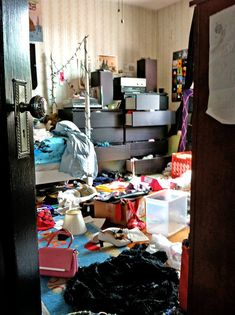 Wonderful Images bedroom teenage messy Style While your kids actually gets to their particular teenage years, they are going to not would like to sleep in . Messy Bedroom, Messy House, Dorm Rooms, Declutter, Organize, Wonderful Images, Decoration, My Room, Kids Room