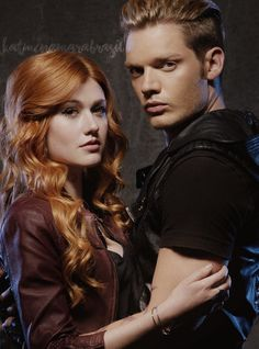 """RT if you ship Clace so hard♥"" Shadowhunters Series, Shadowhunters The Mortal Instruments, Dominic Sherwood, Katherine Mcnamara, Shadow Hunters Cast, Clary Et Jace, Emerald Green Dresses, Jace Wayland, Matthew Daddario"