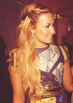 Demi Lovato blonde + braid