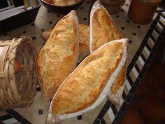 """Vor einiger Zeit habe ich mir ein Film über die Bäcker in Wien im Fernsehen angeschaut. Dabei haben mich die Formen der Brote der türkischen Bäcker fasziniert. Die Wortschöpfung """"Spitz"""" stammt aber von mir, wobei ich mir die Form aus diesem Film abgeschau"""