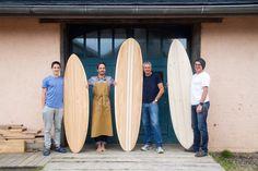 Haga su propia clase de taller de tablas de surf de madera con sus tablas de madera acabadas fuera del taller en las tablas de surf de la nutria.