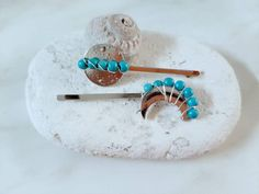 Silver Hair Accessories, Bohemian Hair Accessories, Turquoise Gemstone, Turquoise Jewelry, Gold Hair Clips, Boho Hairstyles, Beads And Wire, Hair Jewelry, Hair Pins