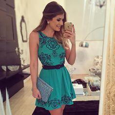 """""""{Friday} De @anahovastore Apaixonada no bordado desse vestido! #lookdanoite…"""