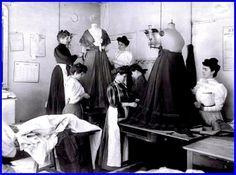 Atelier parisien de Worth, 1907..jpg