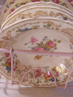 I love the pink dish drainer too