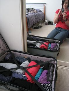 How to Pack a Suitcase for a 7 Day Holiday Abroad in 9 Steps... I'll need this for my spring break New York trip! :)
