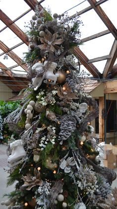 Winter themed Christmas tree www.tablescapesbydesign.com https://www.facebook.com/pages/Tablescapes-By-Design/129811416695