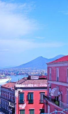Vesuvio..da Napoli   www.bbfauno.com  #pompeii #vesuvius #vesuvio #faunopompei #travel #italy #napoli #volcano #night #mountvesuvius #pompei #mountain #excursions #travel #italy #naples #bay #sunrise #sky